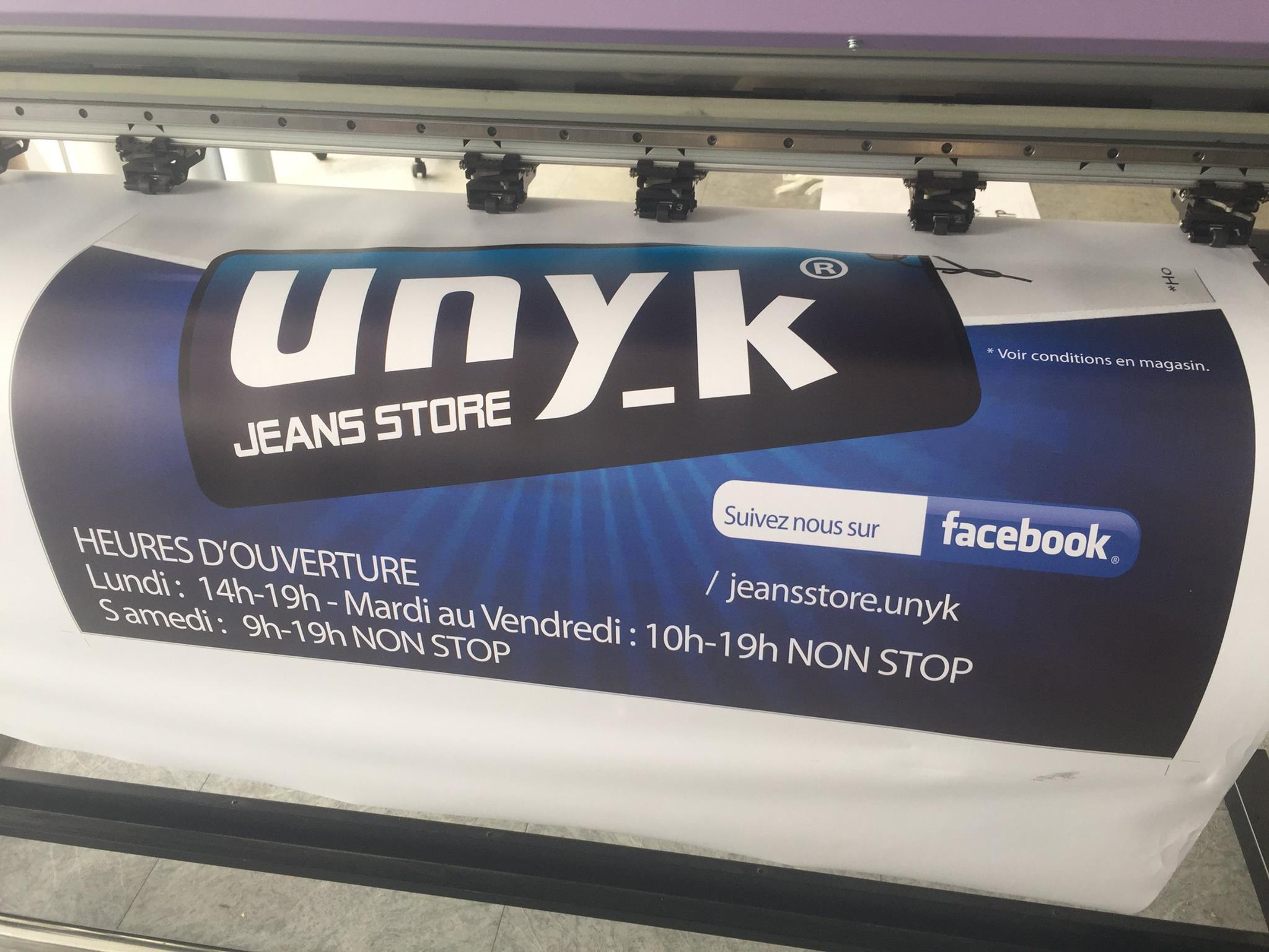Unyk : banderole publicitaire